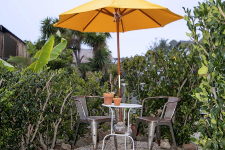 table_yellow_umbrella